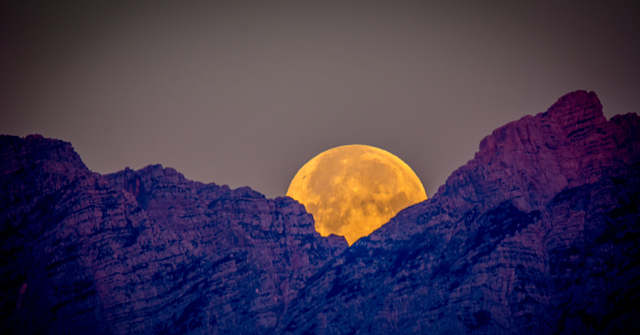 Full-moon-over-mountains-II